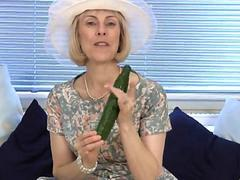 Mature housewife fucks a cucumber video