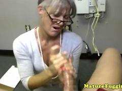 Amateur old secretary gives a arousing handjob