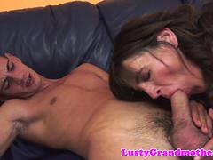 Dicksucking cougar rides stiff younger dick