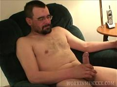 Mature Amateur Kenny Beats Off