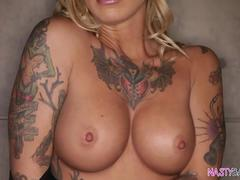 Inked beauty Kleio Valentien squirting