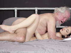 Grandpa fucks beautiful young girl pussy oral creampie