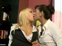 Mature lady loves cute blonde