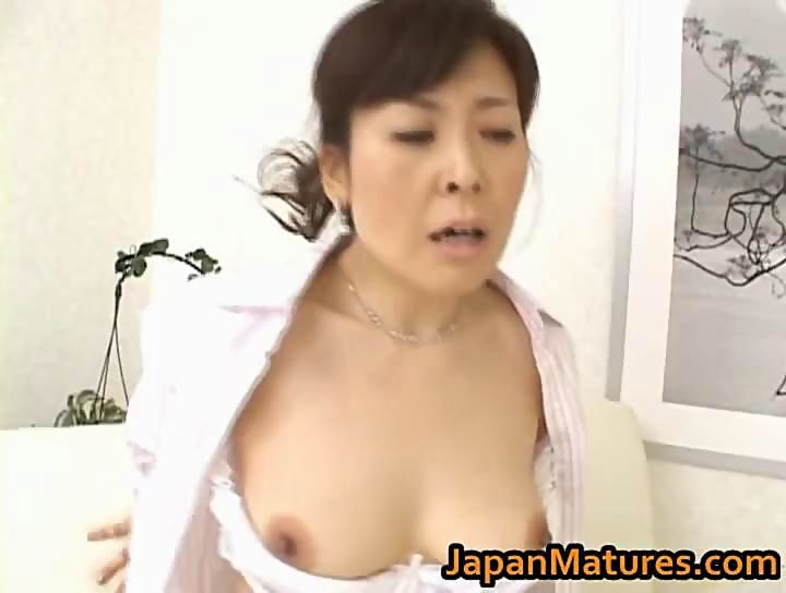 chicks-with-hitomi-kurosaki-is-a-hot-mature-tight-pussy-extreme