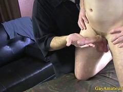 Gaystraight amateur cums after tugjob