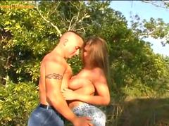 Tiny girlfriend gets  fucked hard in the park.