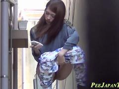 Japanese ho pees in alley