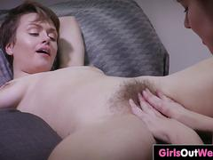 Amateur gals eat out hairy pussies