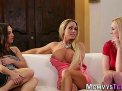 Les stepfamily threesome