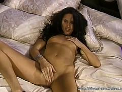 Bored Housewife Makes Herself Cum