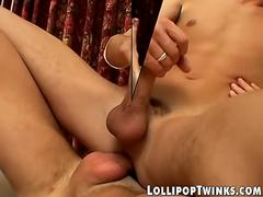 Twink Devin and Hoyt fucking bareback before facial