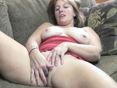 Mature slut Liisa is finger banging her plump pussy