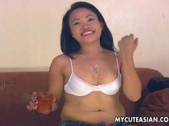 Asian cuttie havinga  fuck on the shabby couch