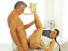 OLD4K. Mature boss stretches hot assistant instead of doing project